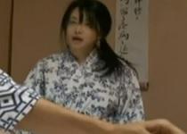 ヘンリー塚本浅井舞香女性信者を捕え、教祖の精液を流し込む